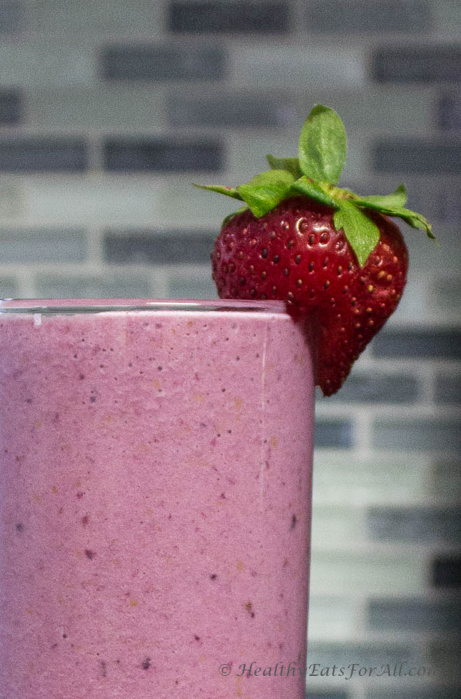 Mixed berry banana protein smoothie-4